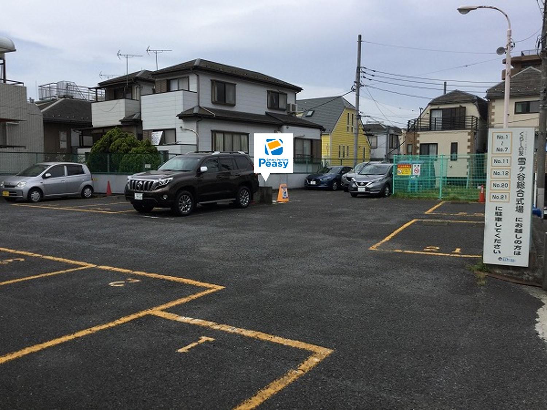 通り左折 駐車場敷地内に入る。
