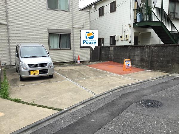 駐車場全景です。 向かって右端が駐車車室になります。