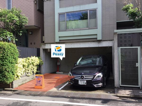 駐車場全景です。 向かって左側が駐車車室です。