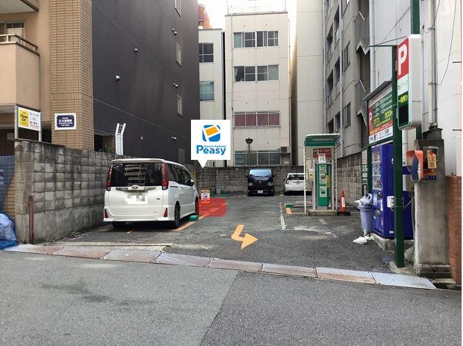 駐車場全景です。2番車室が駐車車室になります。