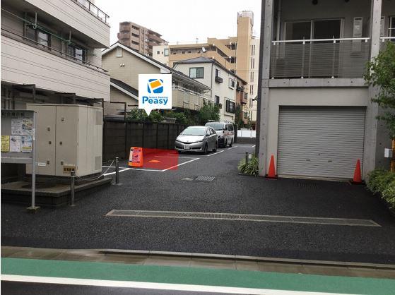 駐車場全景です。一番手前の車室が駐車車室になります。