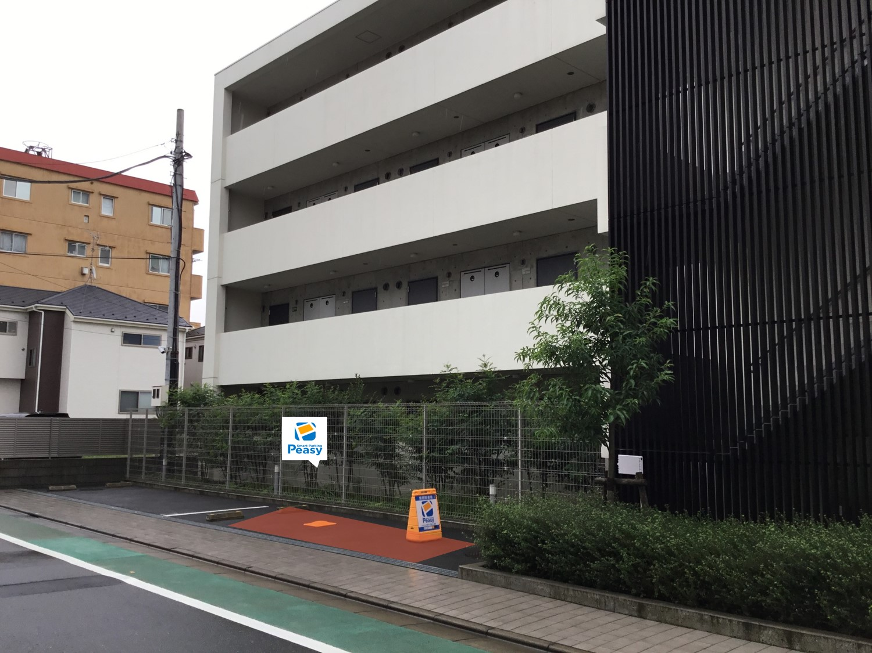 駐車場全景です。敷地右側、1番車室が駐車場所になります。