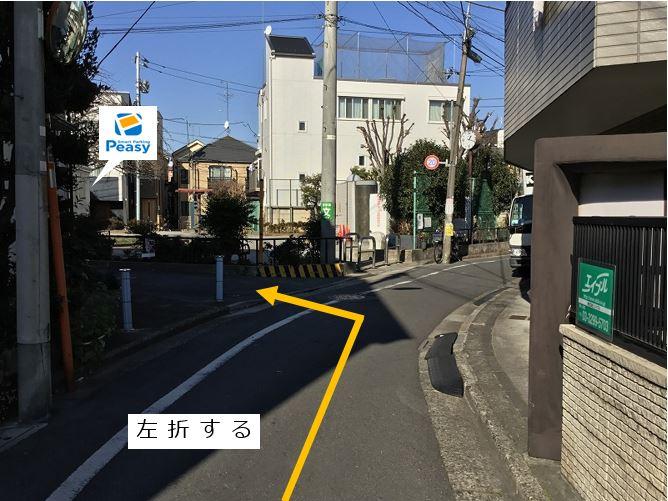 一方通行道路より本町南児童公園の脇道へ入ります。車両進入禁止時間帯にご注意下さい。(車両通行禁止時間帯:平日7:30~8:30)