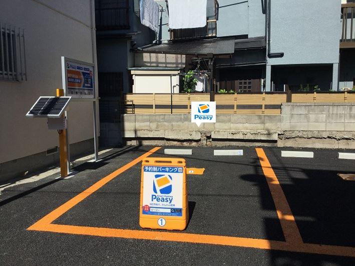 1番車室になります。  駐車場に向かって左側の車室です。