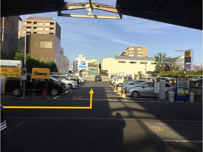 駐車場全景です。敷地内75番車室が駐車位置となります。
