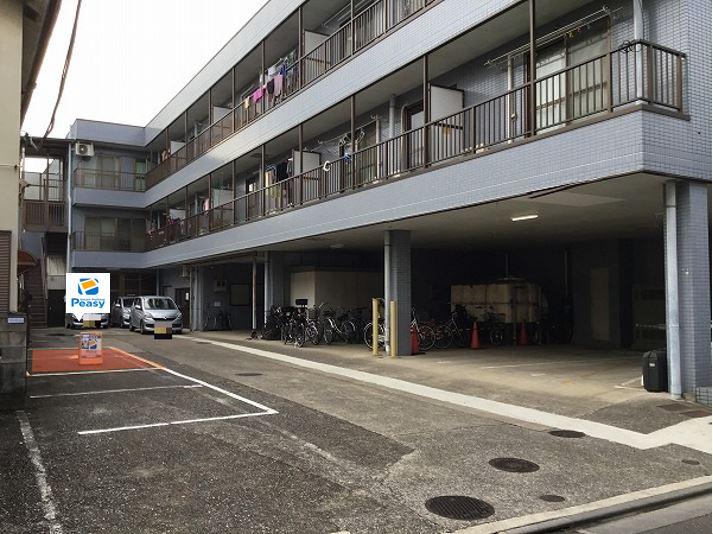 駐車場全景です。5番車室です。