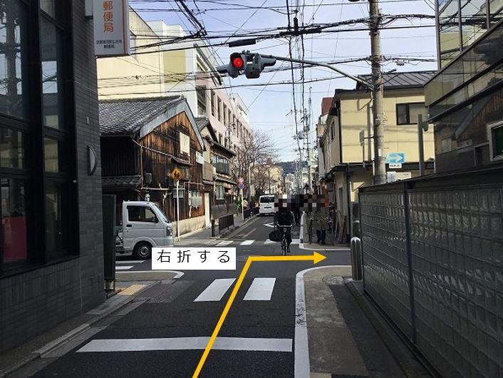 烏丸通りを左折します。