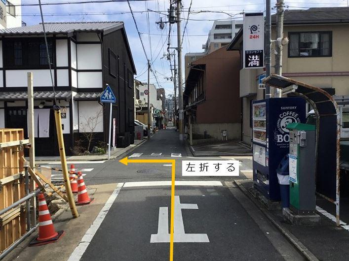 大通りを左折します。