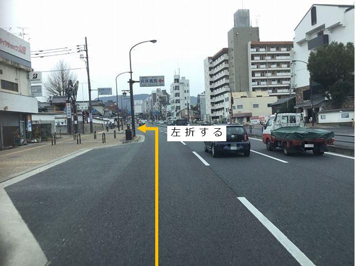 奈良県立大学方面へ左折し、船橋商店街に入っていきます。