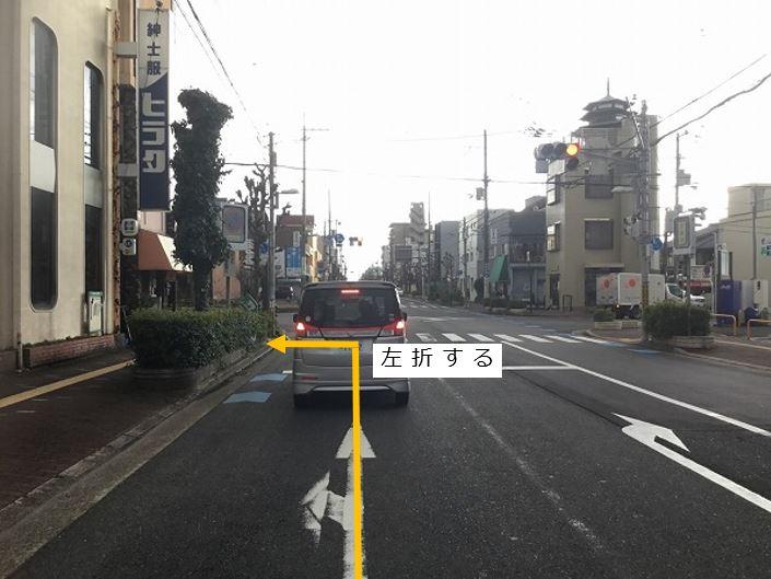 通りを左折します