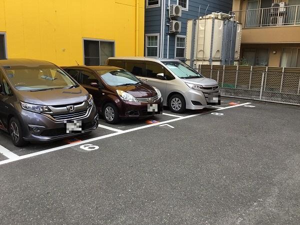 駐車車室です。1~12番車室が駐車車室となります。