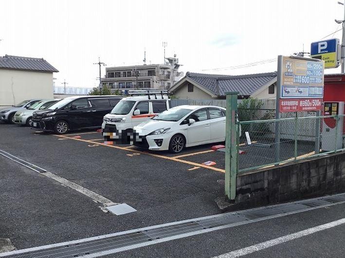 駐車場全景です。1~5番車室が駐車車室となります。