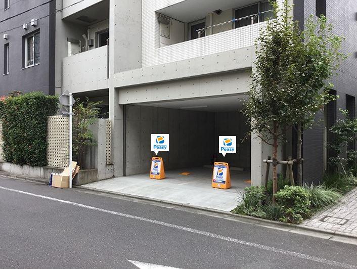 駐車場全景です。向かって左側が1番車室、右側が2番車室となります。