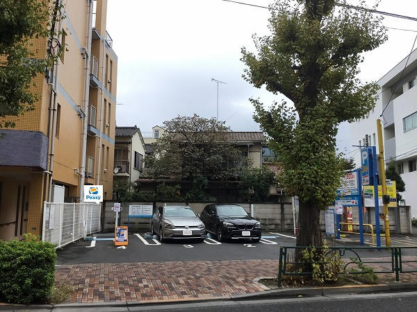 駐車場全景です。 敷地入って左側、4番車室が駐車位置になります。