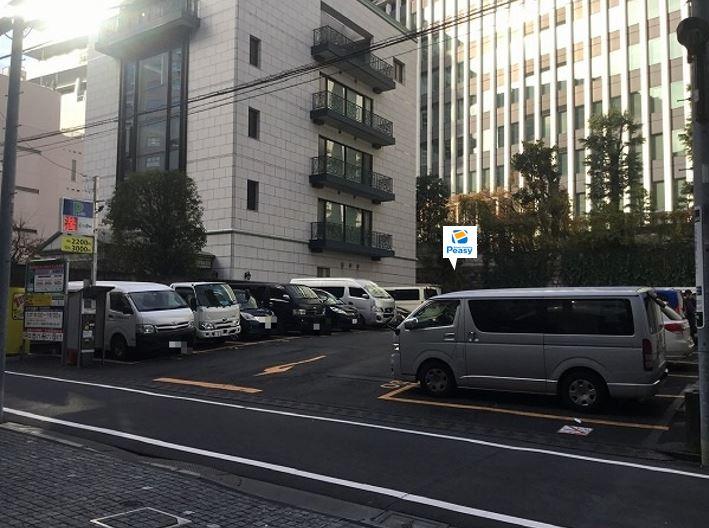 駐車場全景です。左手側、10番・11番の2車室がPeasy車室です。