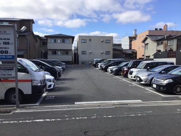 駐車場全景です。