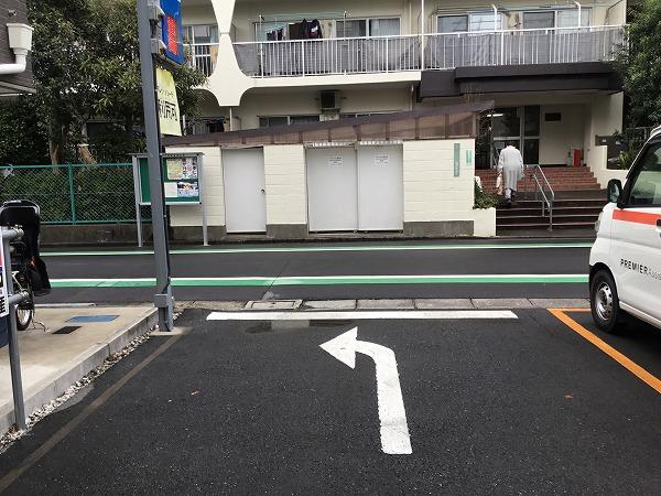 前面道路が一方通行の為、出庫の際は左折にてご出庫ください。