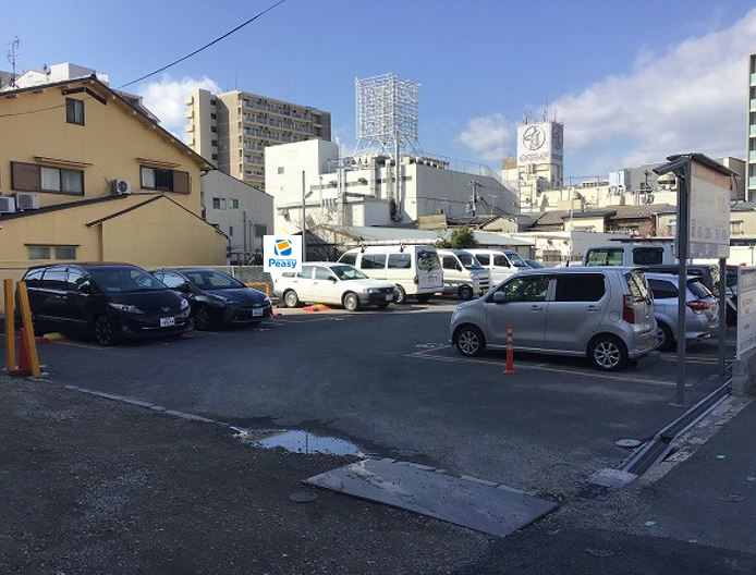 駐車場全景です。10番車室が駐車車室となります。