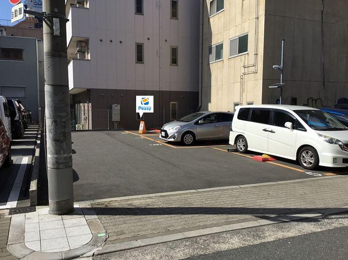 駐車場全景です。8番車室が駐車車室となります。