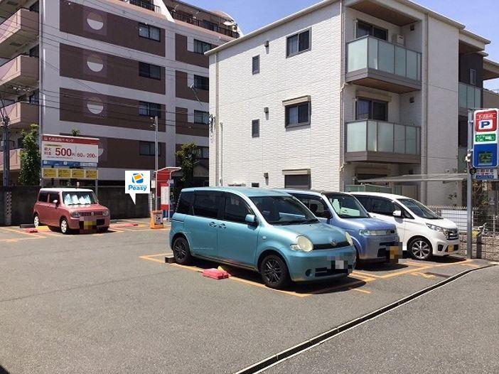 駐車場全景です。6番車室が駐車車室となります。